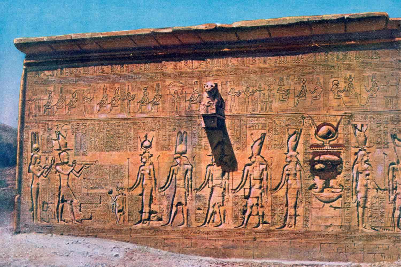 Ανάγλυφο της Κλεοπάτρας και του Καίσαριου στο Ναό του Χάθορ