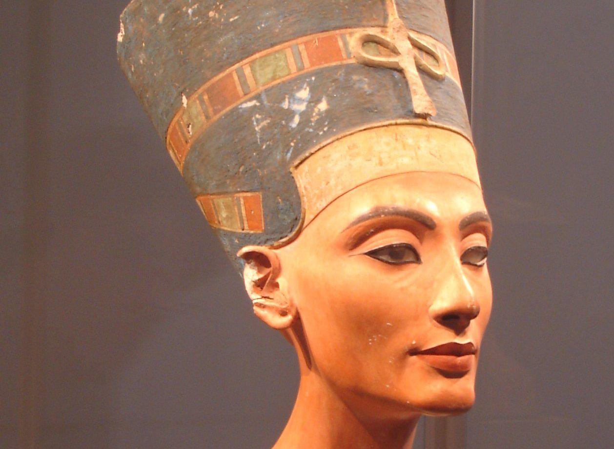 Biography of Queen Nefertiti, Ancient Egyptian Queen