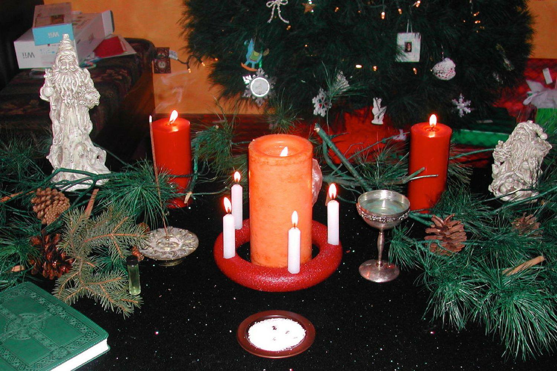 Setting Up a Pagan Yule Altar