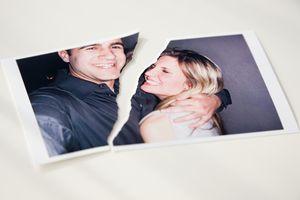 Foto de pareja rota por la mitad.
