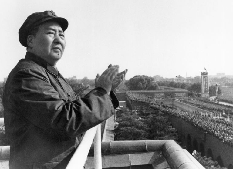 Mao Zedong on balcony