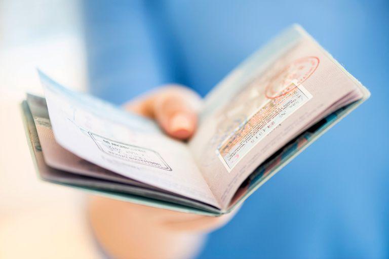 Pasaporte de Estados Unidos con sellos de ingreso al país.