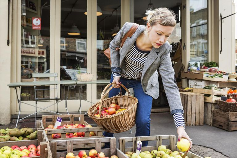 advantages and disadvantages of buying local food