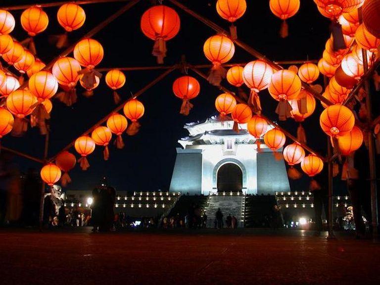 The Chiang Kai-shek Memorial Hall at night during the lantern festival