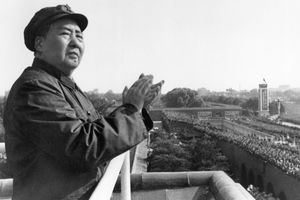 Mao Zedong on balcony