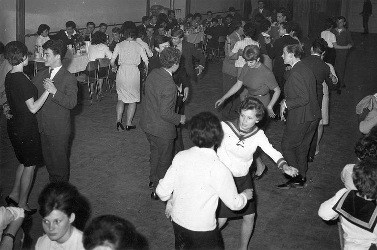 the top 10 greatest oldies dance songs and crazes