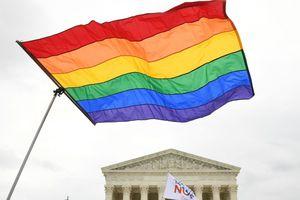 Bandera LGBTI delante de Corte Suprema de EE.UU.