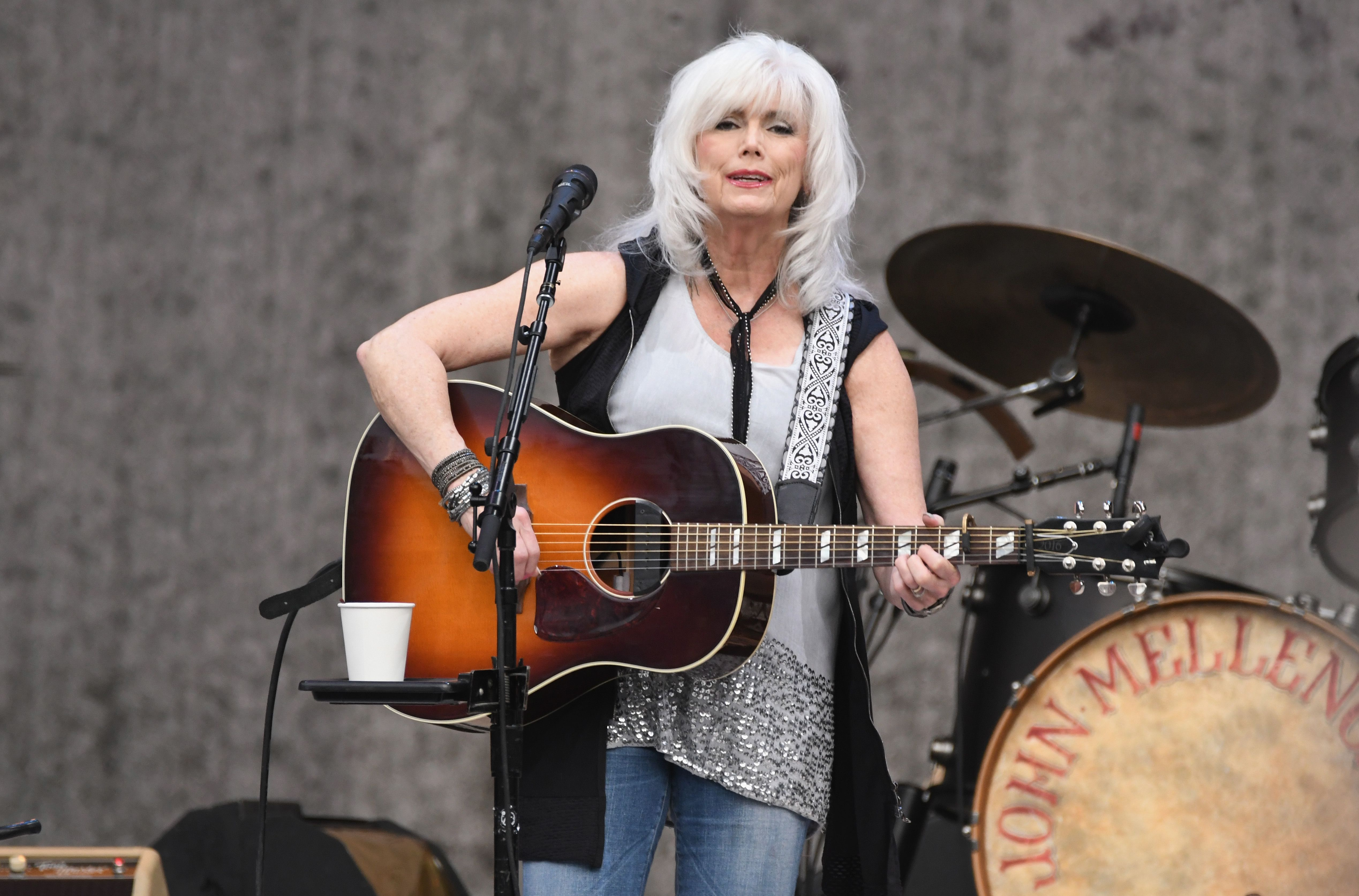 Emmylou Harris Hot Biography of Country L...