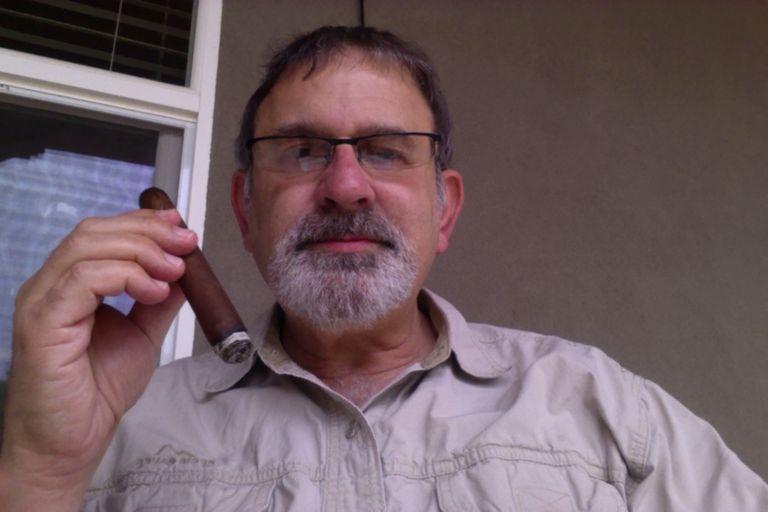 Dr. Mitch Fadem, el Medico del Cigarro
