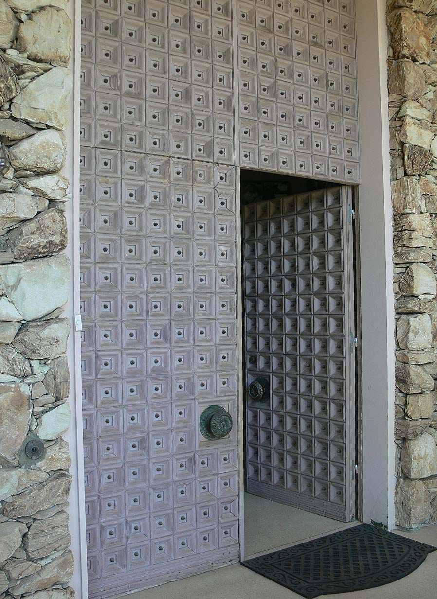 Front door of the Elvis Honeymoon Hideaway in Palm Springs, California