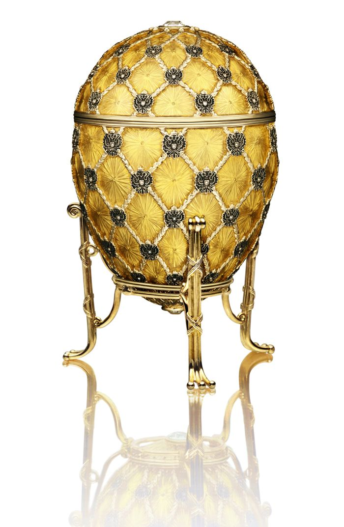 A cop of an 1897 Faberge egg