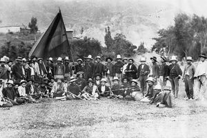 Black and white photo showing soldiers during the Battle of Palonegro.