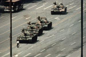 Protester Blocking Tanks Approaching Tiananmen Square