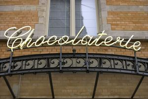 A sign reading Chocolaterie presented in neon in italics