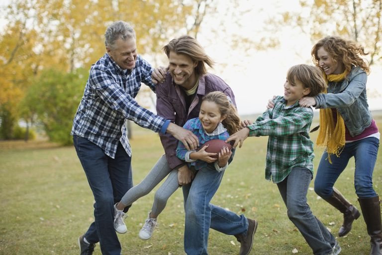 Familia jugando. Los vínculos familiares en el lugar de residencia se tienen en cuenta a la hora de aprobar o denegar la visa