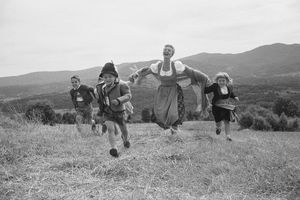 Mary Martin and children in a publicity photo for the Sound of Music