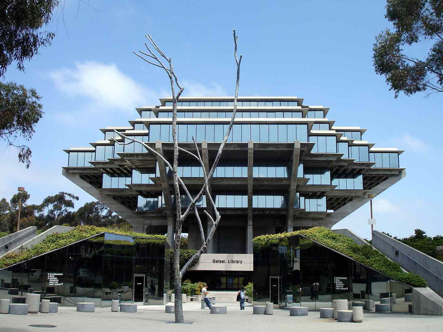 The Geisel Library at UC San Diego on a sunny day.