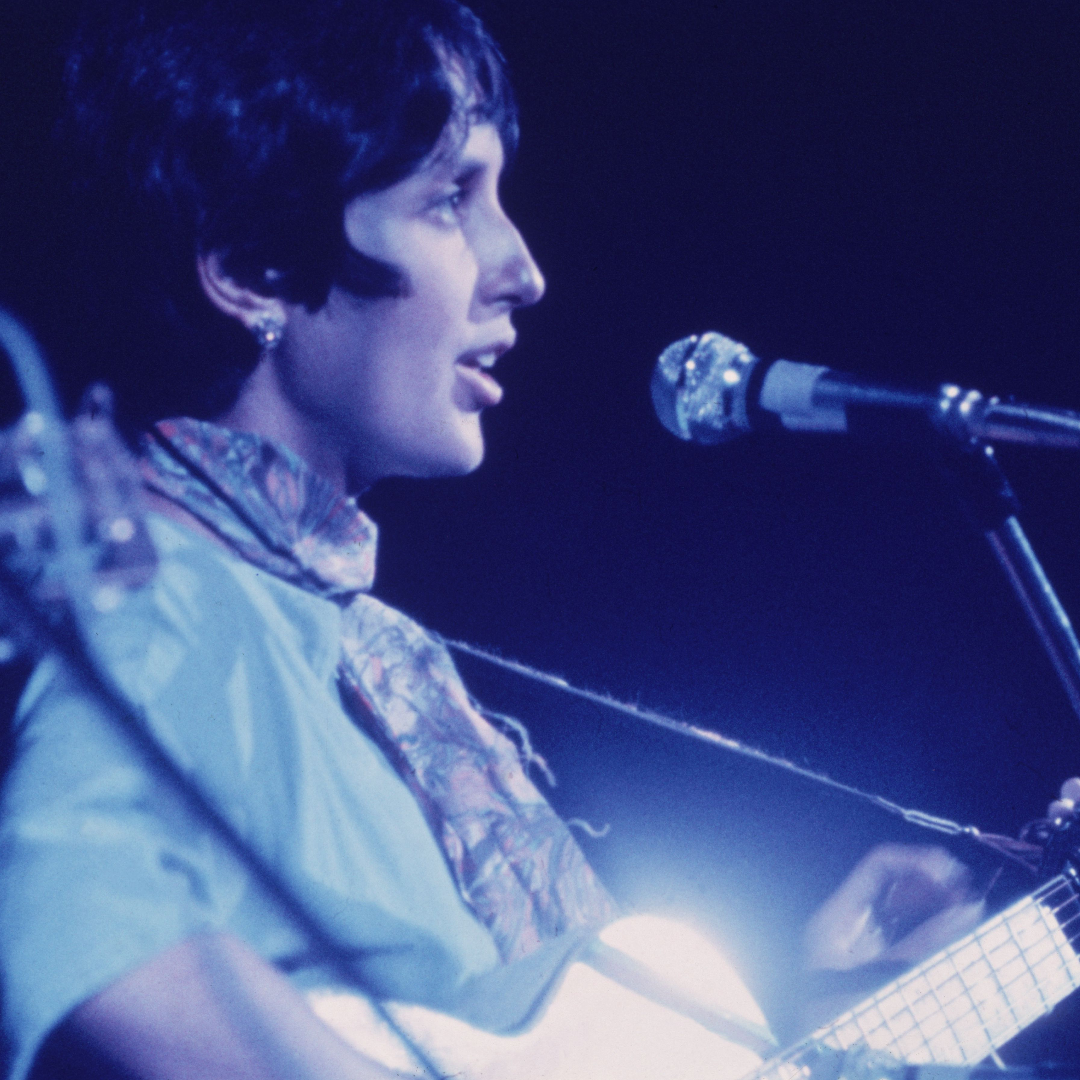 Biography Of Folk Singer And Activist Joan Baez