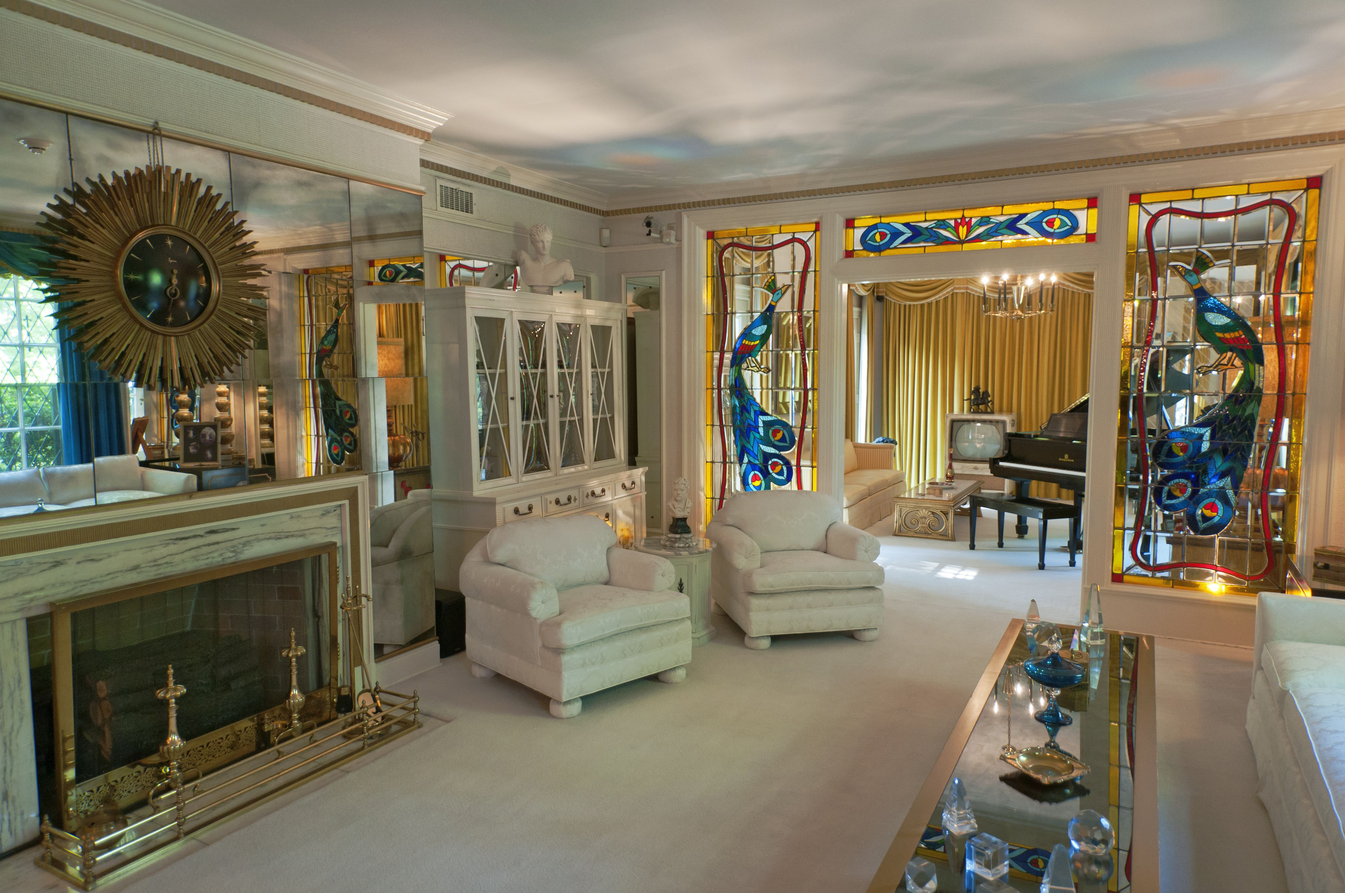 A Look At Graceland Mansion Home Of Elvis