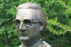 Konrad Zuse statue