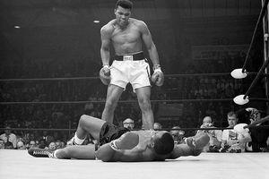 Muhammed Ali standing over his opponent