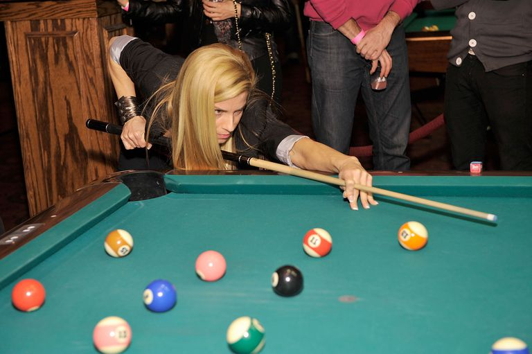 Review The Laser Pool Cue Stroke Tool