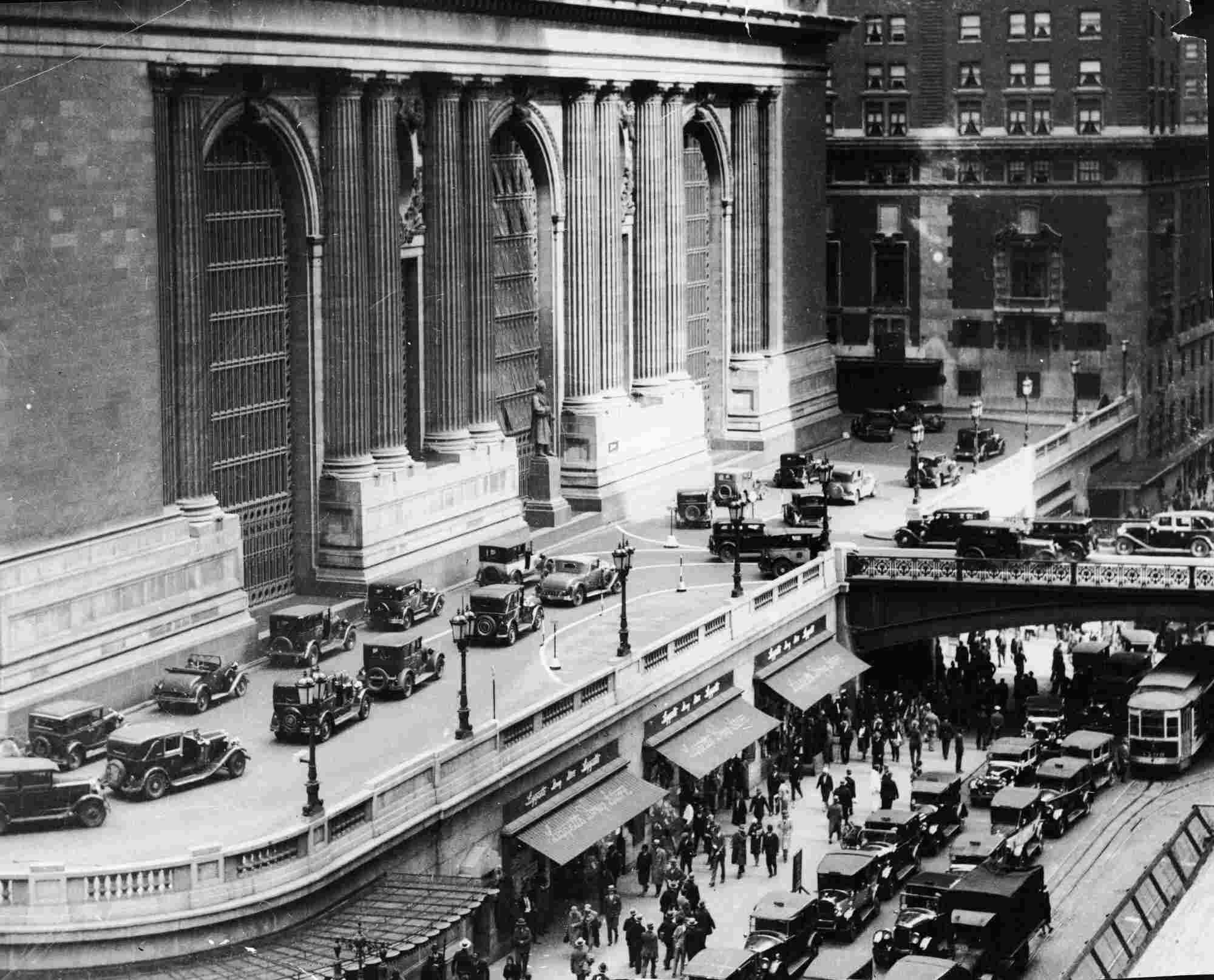 Elevated Park Avenue around Grand Central Terminal c. 1930s