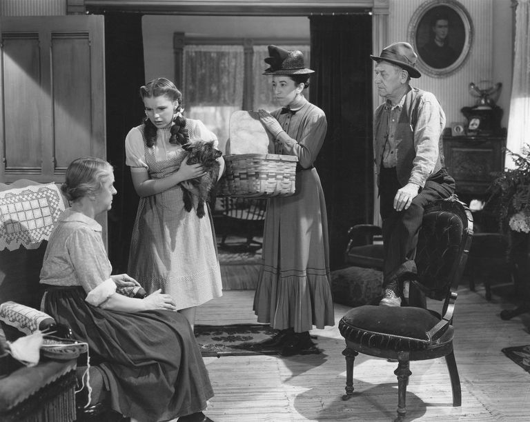 Clara Blandick, Judy Garland, Margaret Hamilton and Charley Grapewin in 'The Wizard of Oz'