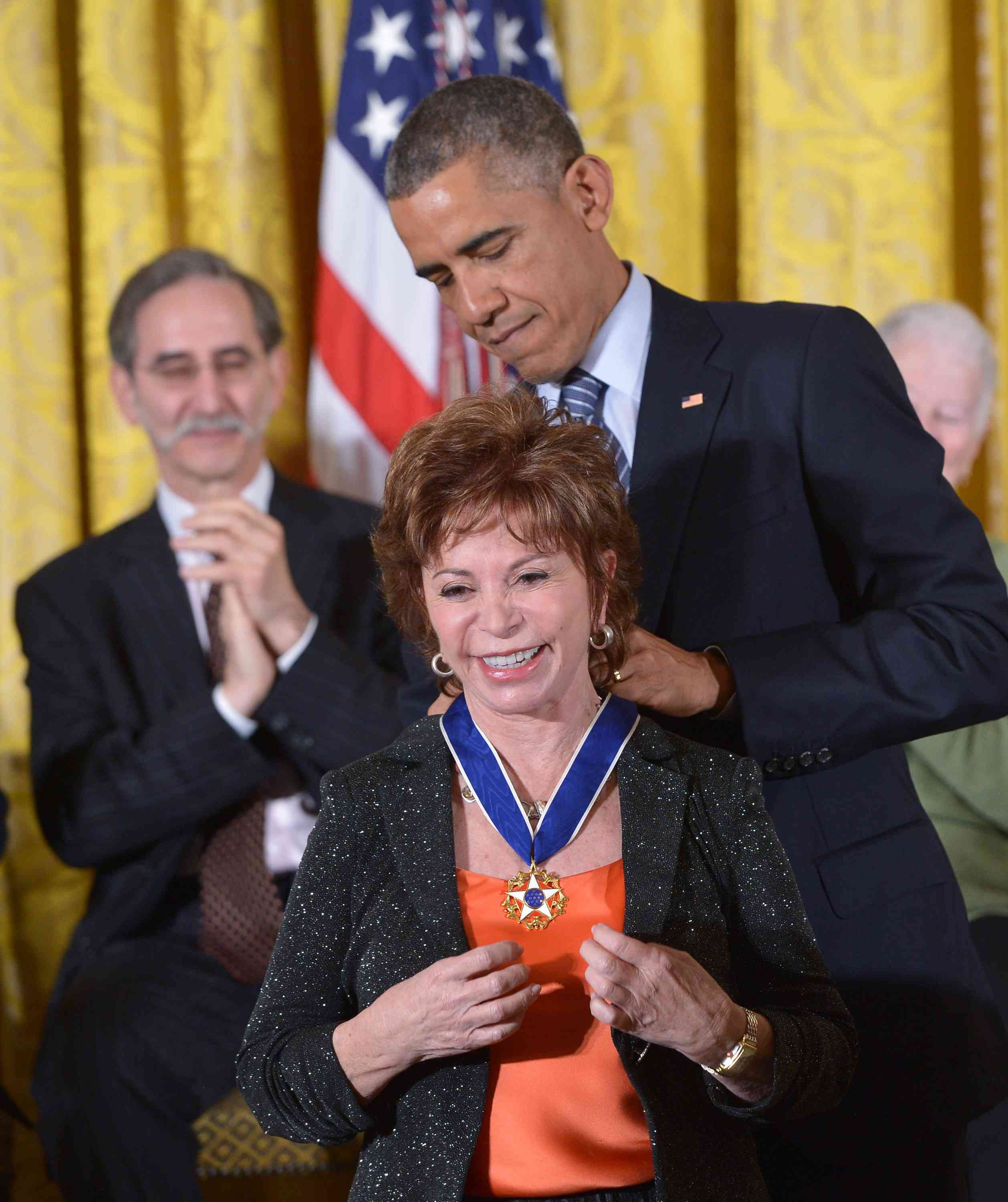 Allende receiving the Presidential Medal of Freedom from President Obama
