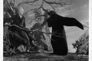 Reginald Owen frightened by D'Arcy Corrigan in a scene from the film 'A Christmas Carol', 1938.