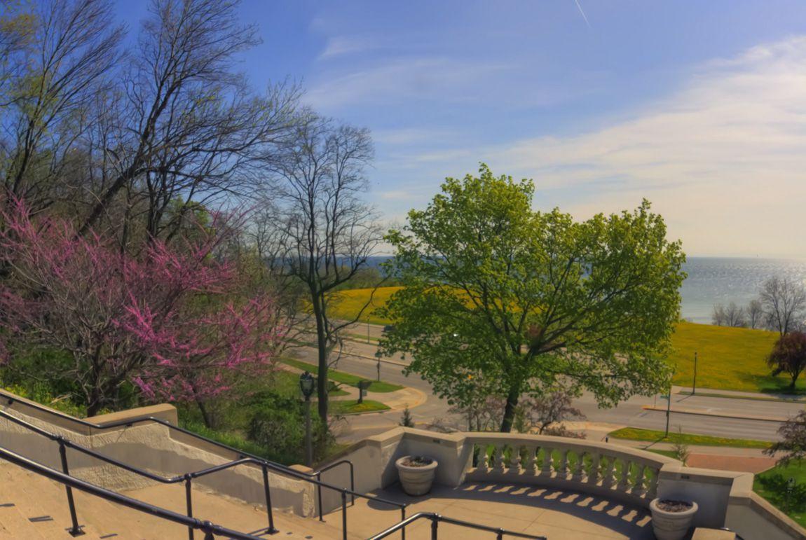Φωτογραφία της μεγάλης σκάλας με θέα στη λίμνη Μίτσιγκαν
