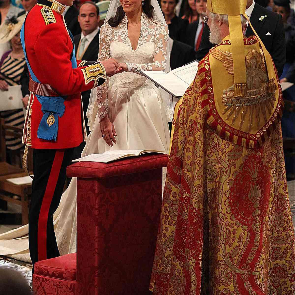 ウィリアム王子はキャサリンミドルトン2011と結婚します