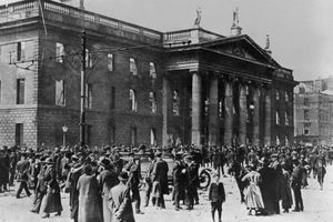 Ruins of the Dublin post office in 1916