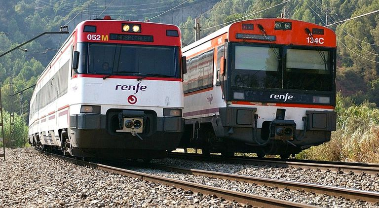 "Renfe trains for Spanish lesson on ""en."""