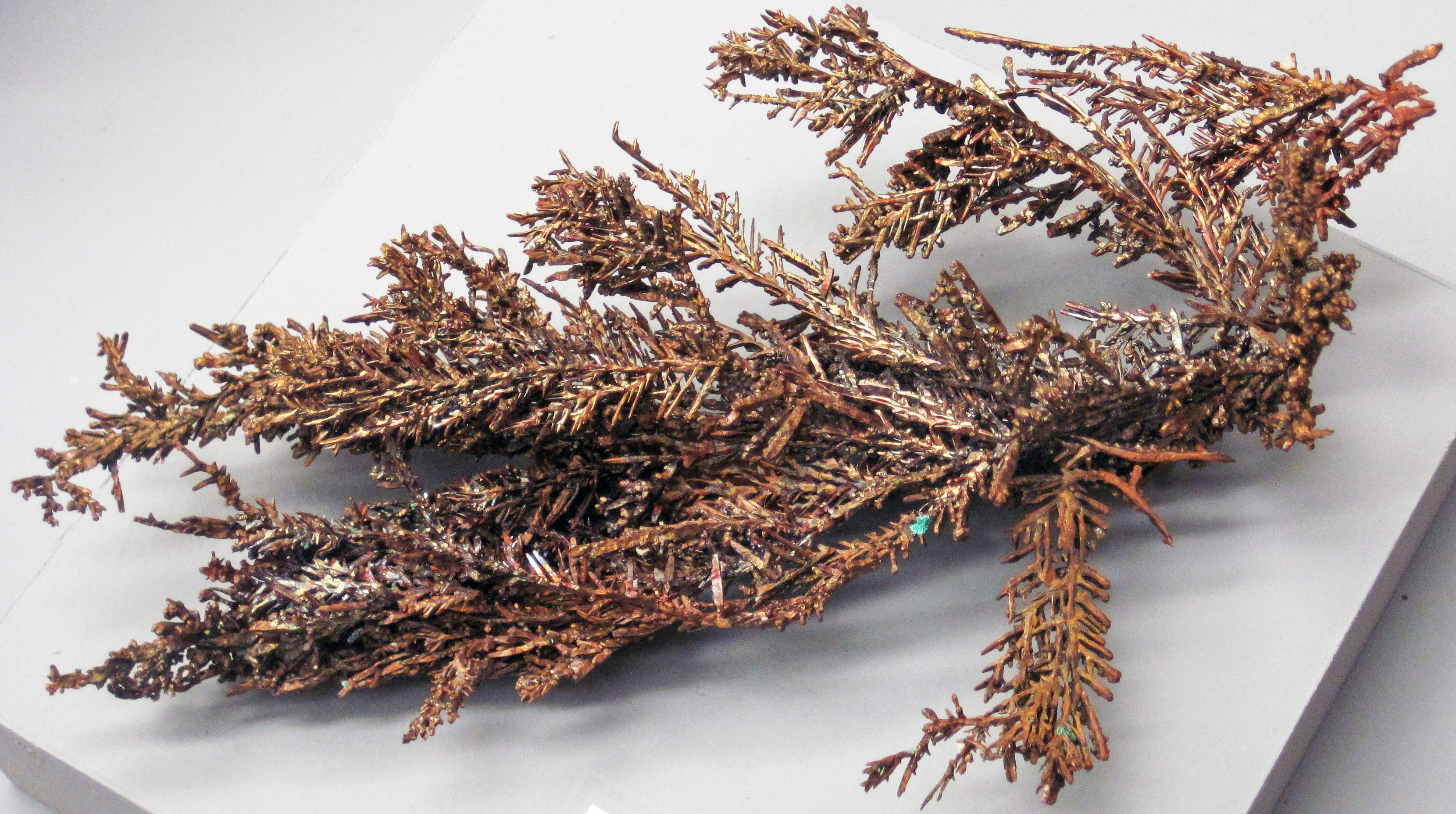 Close up look at a piece of dendritic copper.