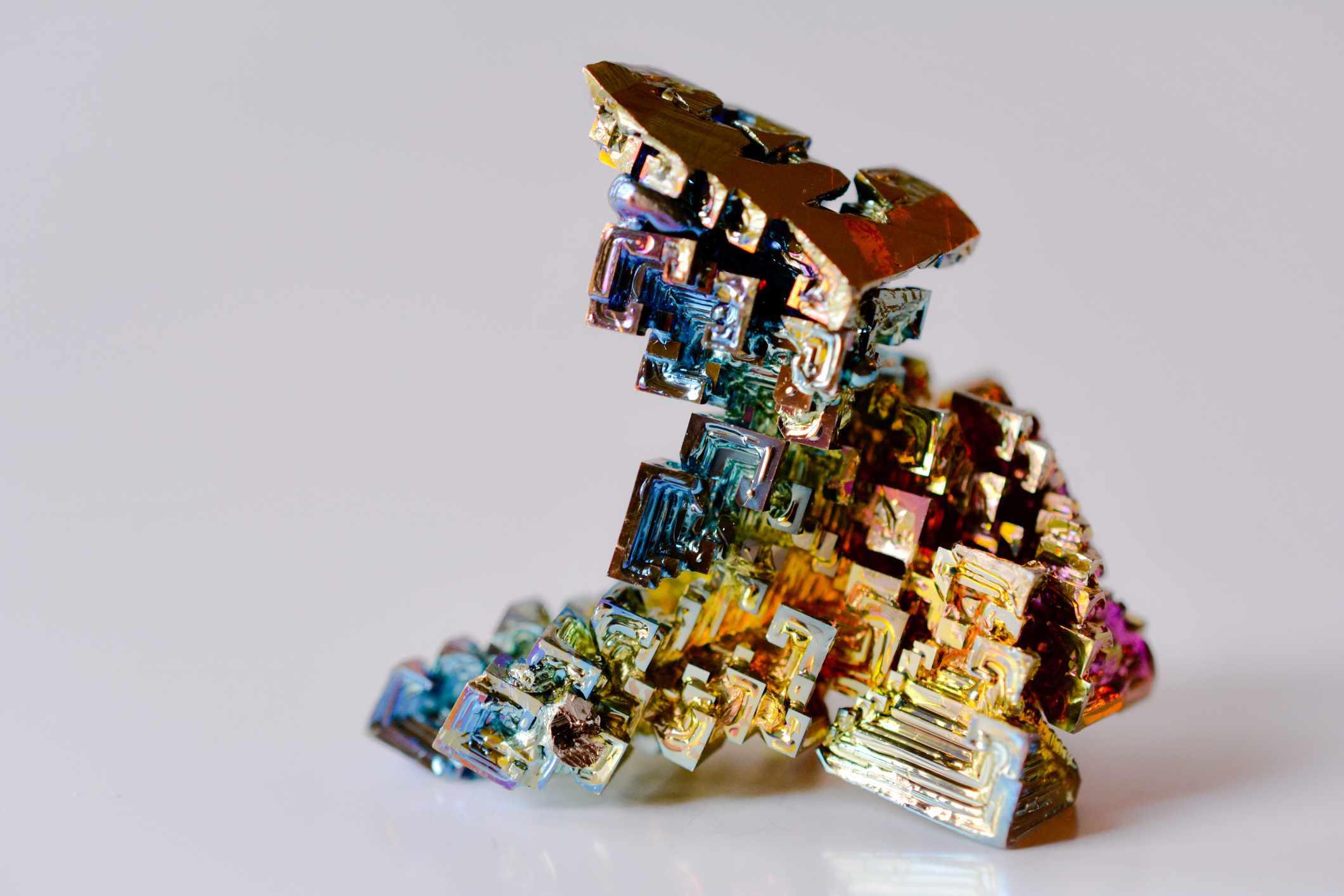 Oxidized bismuth crystal
