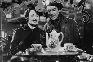 1952: Farley Granger and Jeanne Crain (1925 - 2003) star in 'The Gift of the Magi', one of five stories by O Henry grouped together under the title of 'O Henry's Full House'. This segment was directed by Henry King for 20th Century Fox