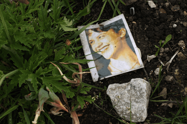 A printed photo of Sylvia Plath at her gravesite