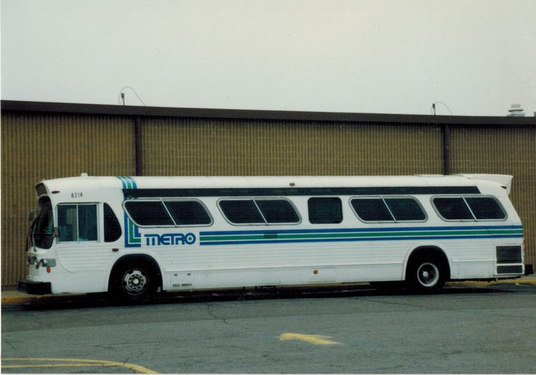Indianapolis bus sporting the old Metro logo