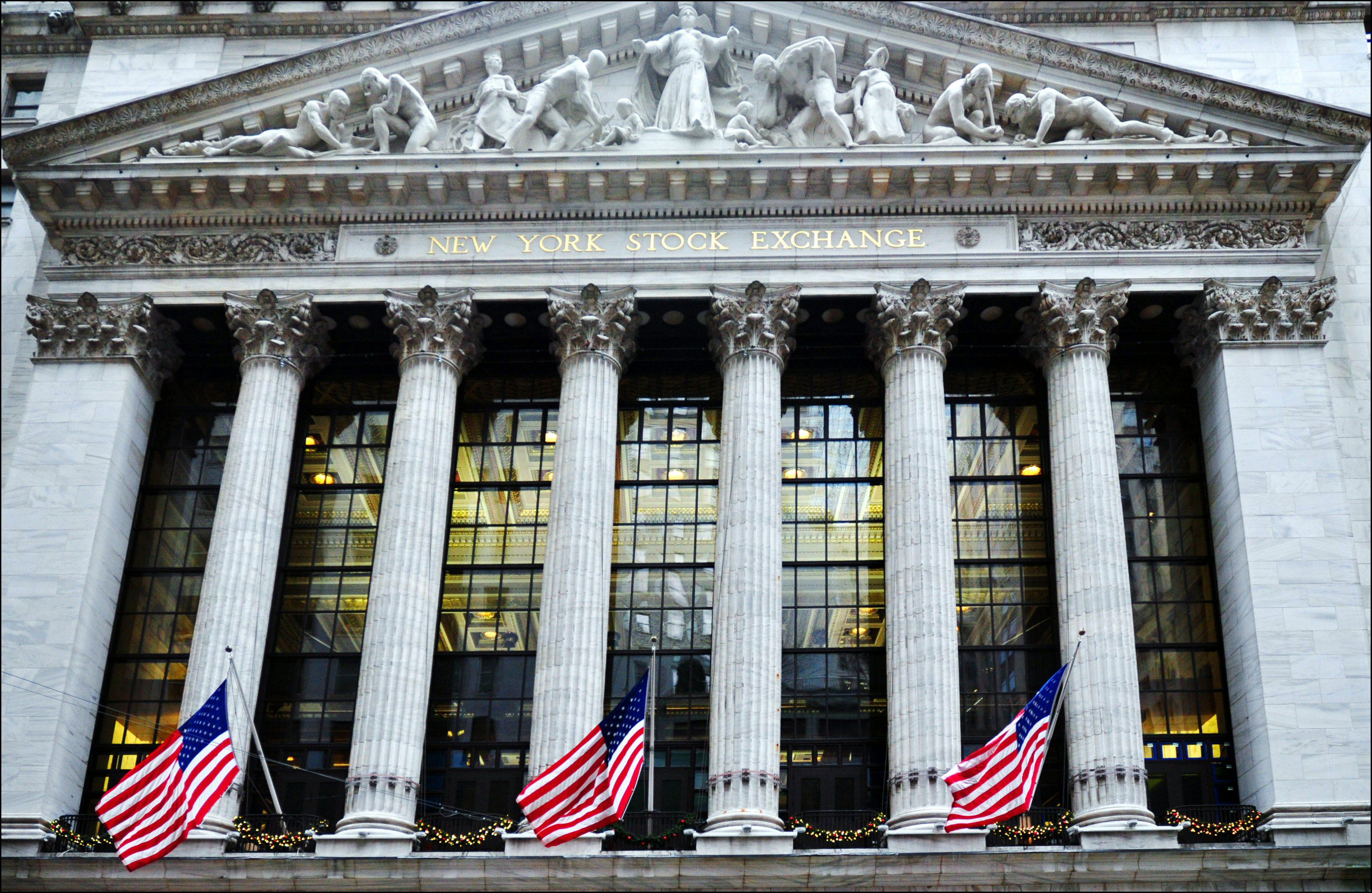 A wall of windows behind the colonnade provides ample natural light to the NYSE trading floor