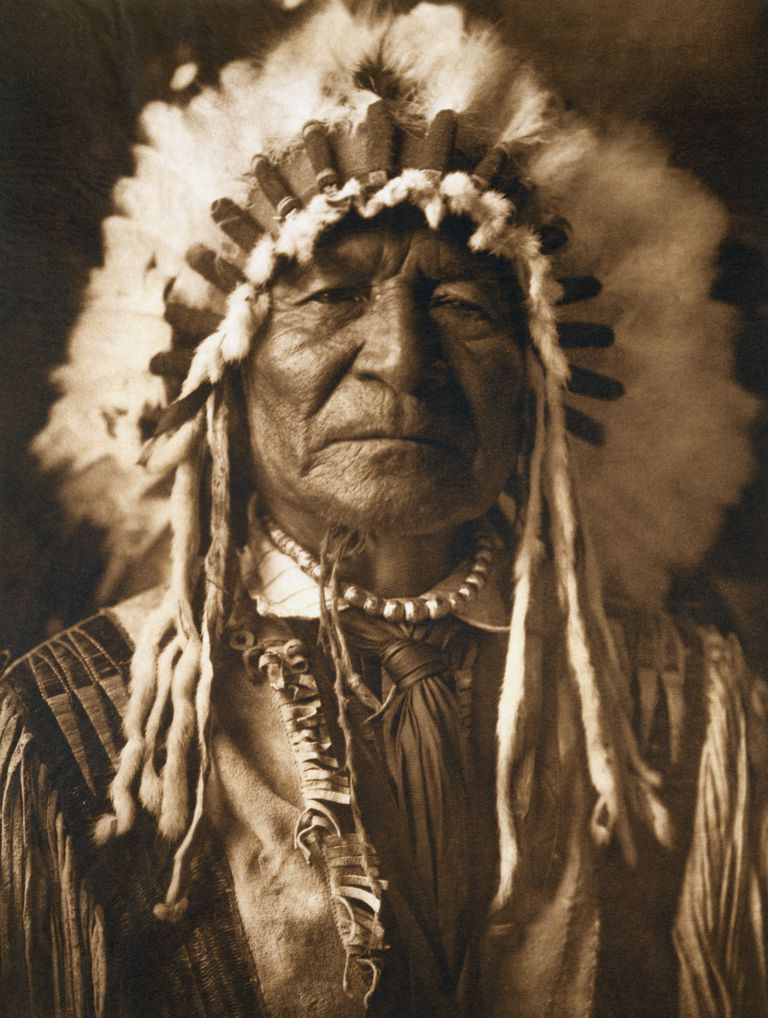A portrait of an Arikara man published in Volume V of The North American Indian (1909) by Edward S. Curtis.