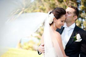 Los recién casados deben presentar documentos para la petición de green card