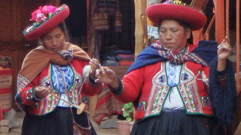 Free-Spindle Spinning by Andean Women of Chinchero, Peru