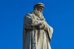 Leonardo da Vinci statue against a cloudless blue sky.