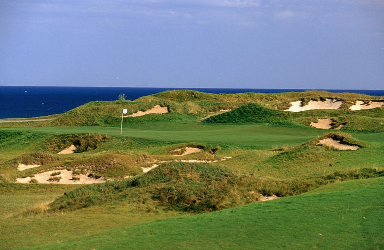 The green and surrounder bunkers and rough on the 1st hole at Whistling Straits