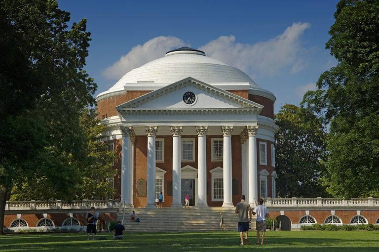 USA, Virginia, University of Virginia Rotunda and academical village. Founded by Thomas Jefferson; Charlottesville