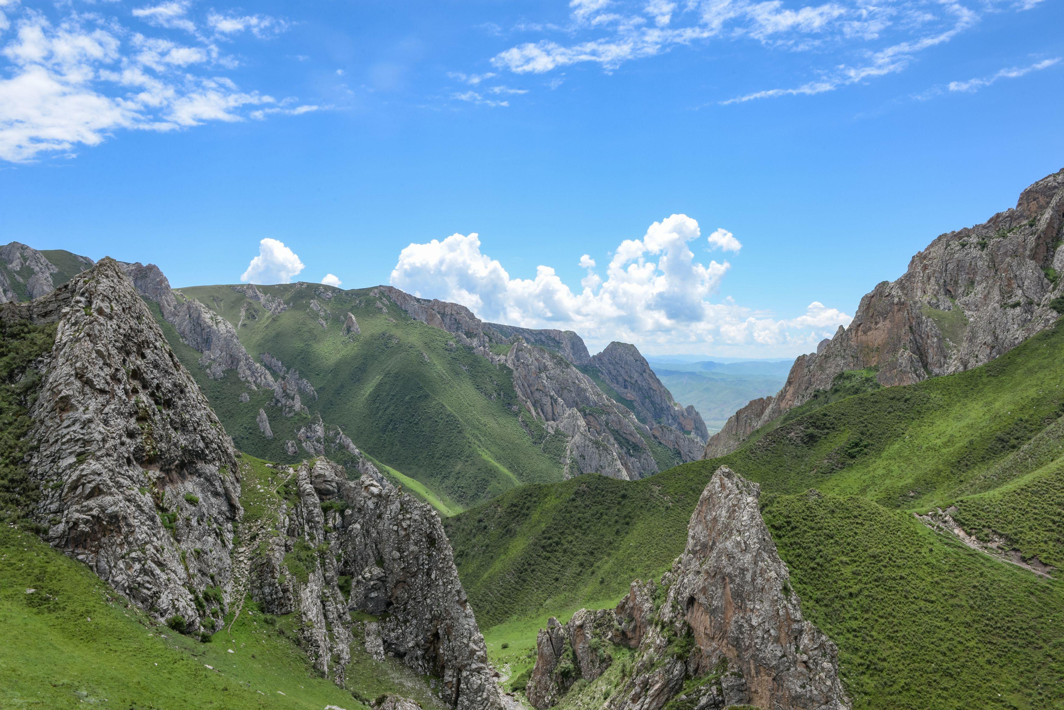 Seeting of the Biashiya Karst Cave on the Tibetan Plateau