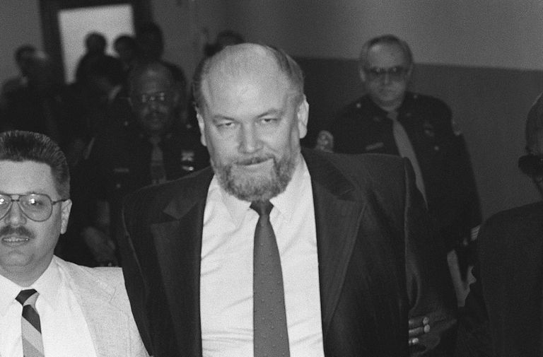 Murder Suspect Richard Kuklinski Enter Courtroom