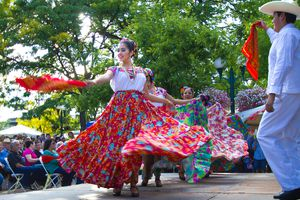 Santa Fe, NM: Troupe Performs Mexican Folk Dance on Plaza