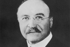 Black and white photograph of Bakelite inventor Leo Baekeland (1863-1944).
